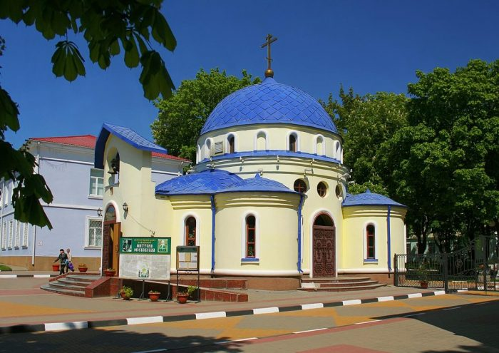 Hram-Blazhennoy-Matrony-Moskovskoy-700x495