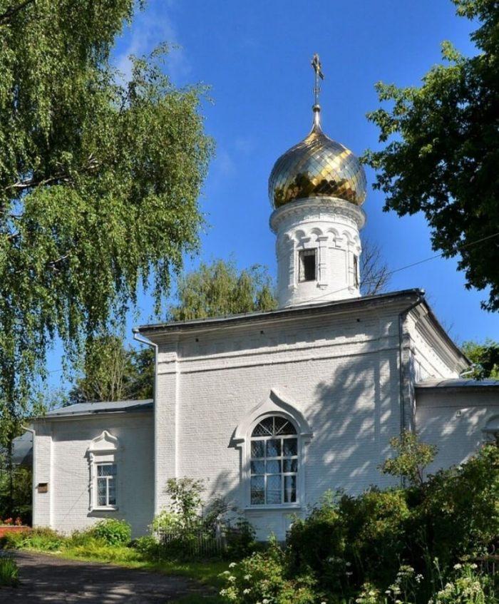 Hram-Guriya-Samona-i-Aviva-v-Karacharovo-700x847