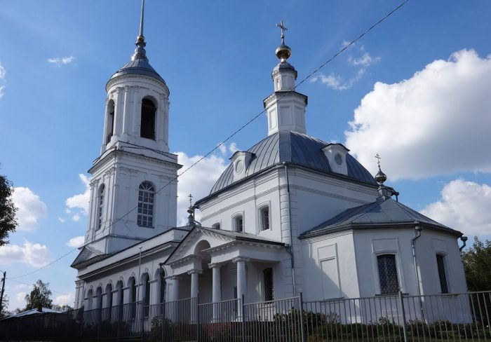 Hram-Smolenskoy-ikony-Bozhiey-Materi-700x488