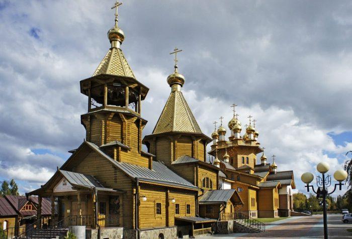 Hram-Very-Nadezhdy-Lyubovi-i-materi-ih-Sofii-700x476