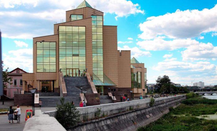 Istoricheskiy-muzey-YUzhnogo-Urala-700x422