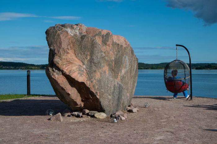 Kamen-zhelaniy-700x467