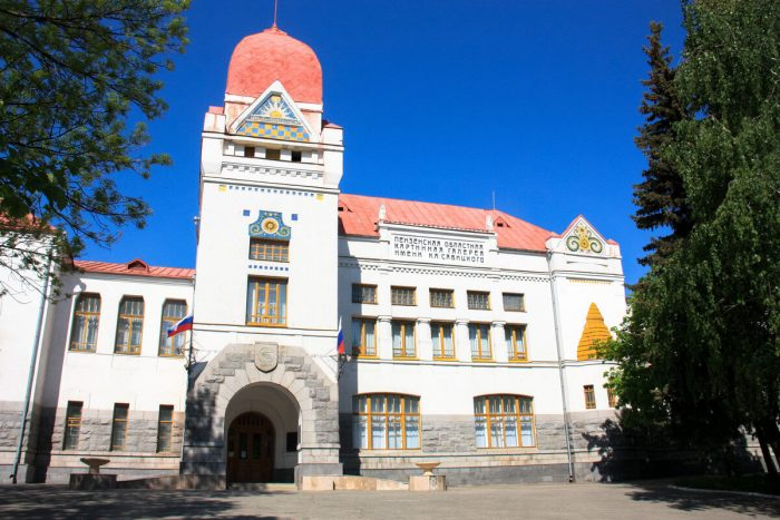 Kartinnaya-galereya-imeni-K.-A.-Savitskogo-700x467