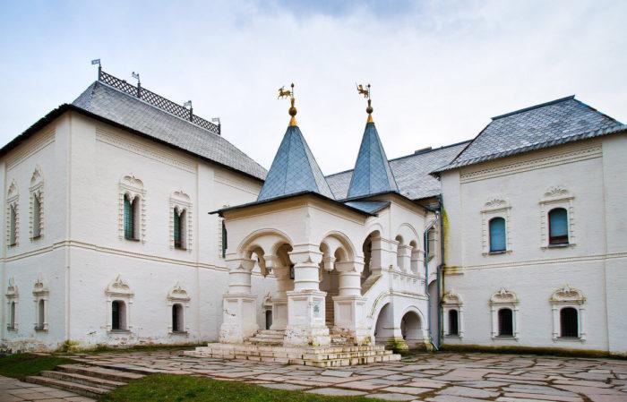 Krasnaya-palata-700x449