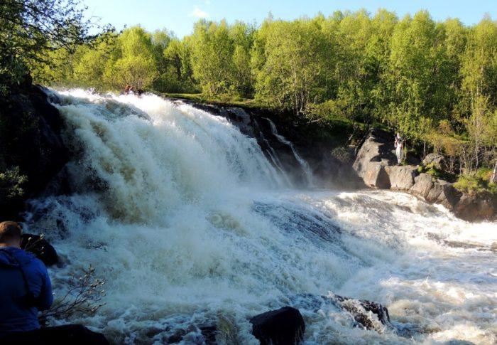 Lavninskiy-vodopad-700x485