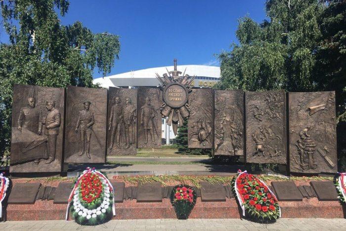 Memorial-Vo-slavu-russkogo-oruzhiya-700x469
