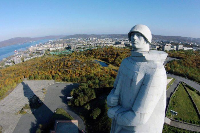 Memorial-Zaschitnikam-Sovetskogo-Zapolyarya-v-gody-VOV-700x465