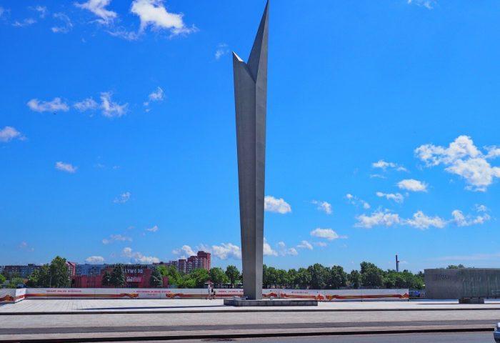 Monument-Slavy-Rostok-700x480