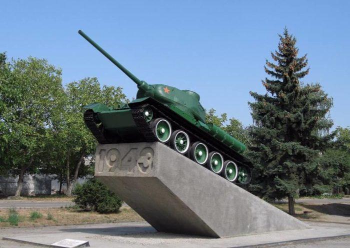 Monument-Tank-T-34-700x497