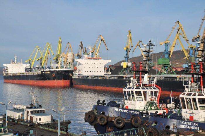 Murmanskiy-morskoy-torgovyy-port-700x465