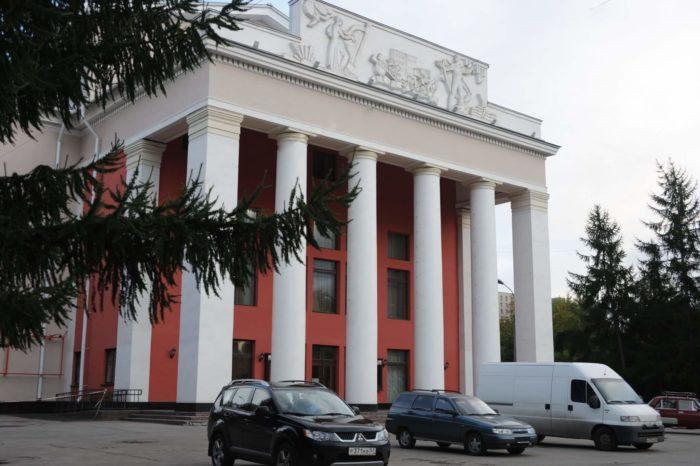 Murmanskiy-oblastnoy-dramaticheskiy-teatr-700x466