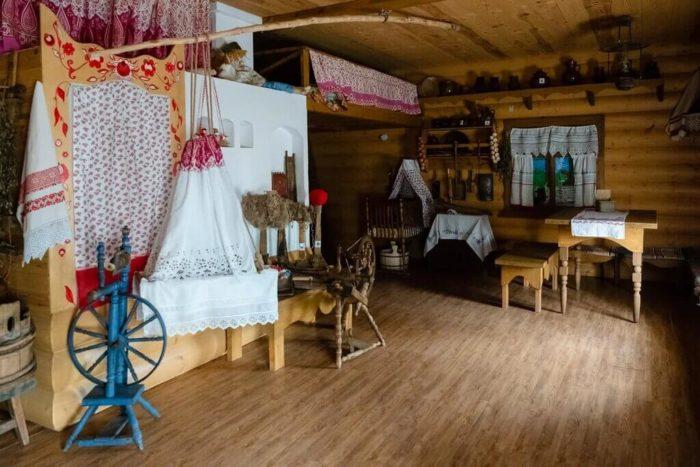 Muzey-Rostovskoe-podvore-700x467
