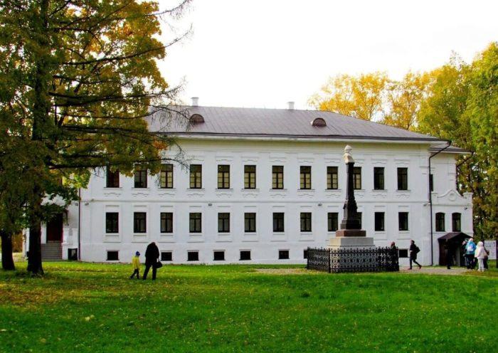 Muzeynyy-kompleks-Prisutstvennye-mesta-700x496