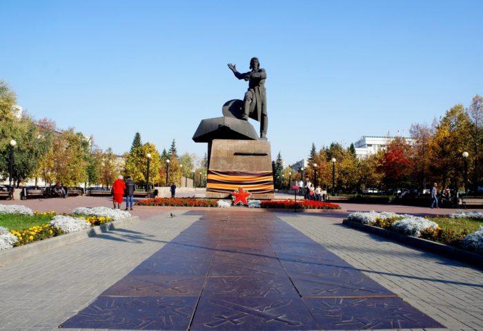 Pamyatnik-Dobrovoltsam-tankistam-700x480