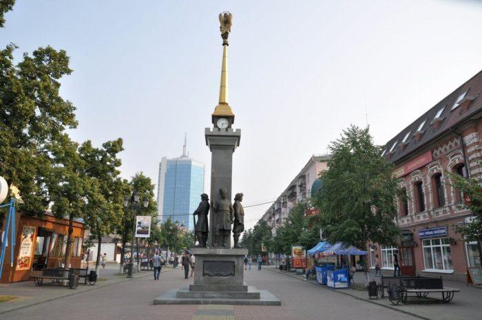 Pamyatnik-osnovatelyam-CHelyabinska-700x465