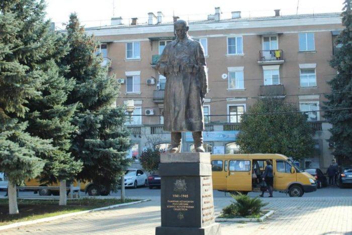 Pamyatnik-sovetskomu-soldatu-700x468