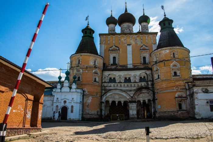 Rostovskiy-Borisoglebskiy-monastyr-700x467