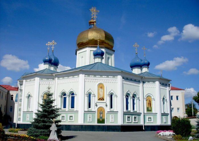 Svyato-Simeonovskiy-kafedralnyy-sobor-700x494