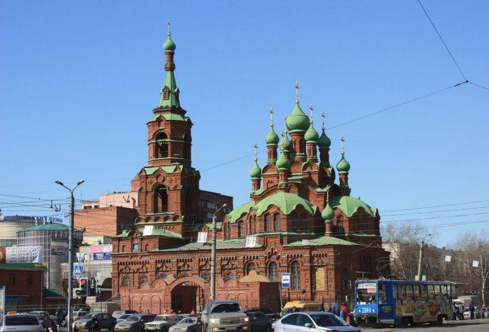 Svyato-Troitskaya-tserkov-700x476