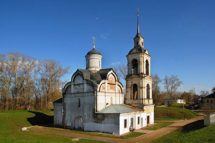 TSerkov-Isidora-Blazhennogo-na-valah-700x466
