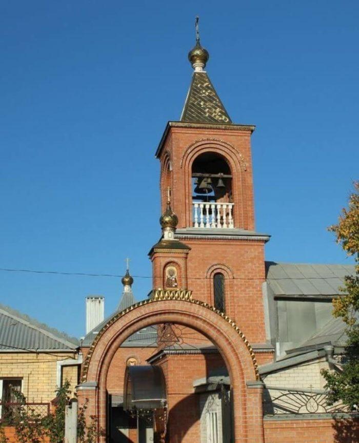 TSerkov-Svyatogo-Nikolaya-CHudotvortsa-700x863
