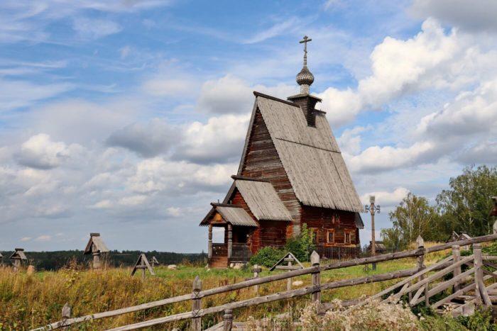 TSerkov-Voskreseniya-iz-sela-Bilyukovo-700x467