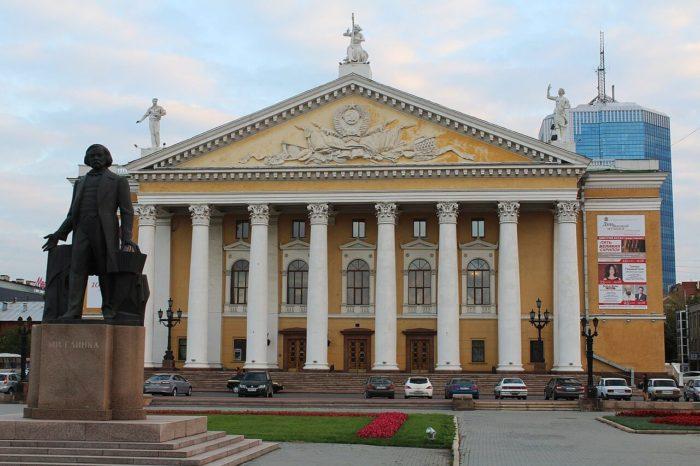 Teatr-opery-i-baleta-imeni-M.-I.-Glinki-700x466