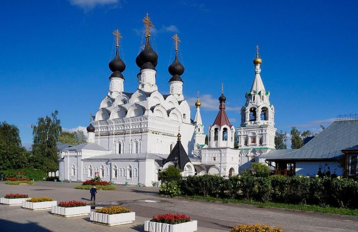 Troitskiy-monastyr-700x454