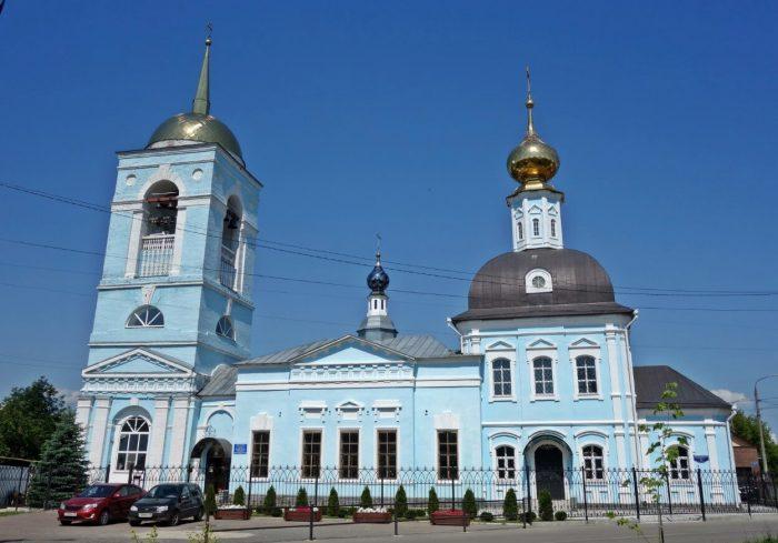 Uspenskaya-tserkov-700x489