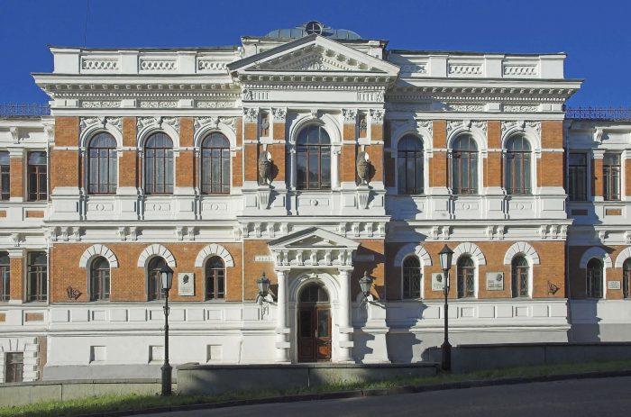 Zdanie-Penzenskogo-hudozhestvennogo-uchilischa-700x463
