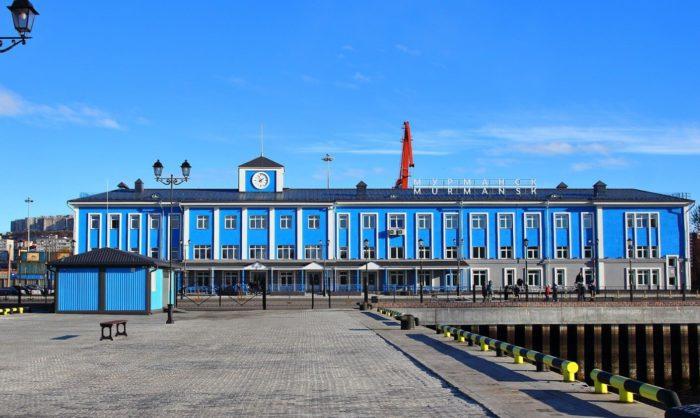 Zdanie-morskogo-vokzala-Murmansk-700x418