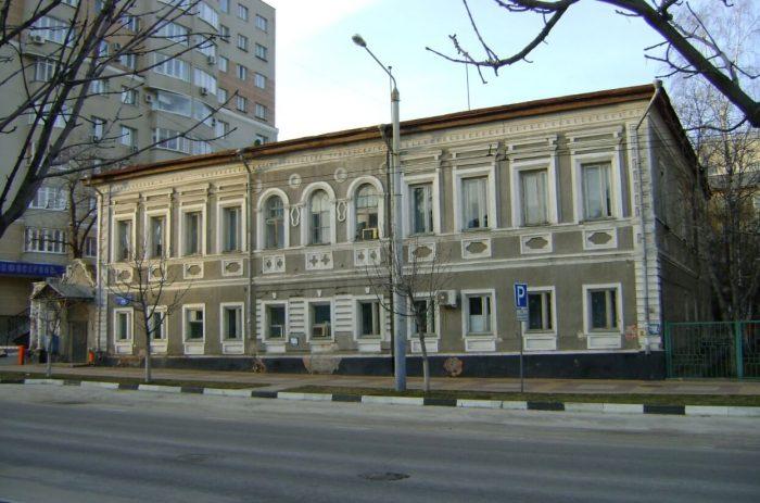 Zdanie-zhenskoy-gimnazii-Korotkovoy-700x463