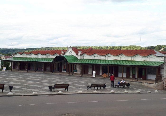 Zdaniya-nizhnih-i-verhnih-torgovyh-ryadov-700x490