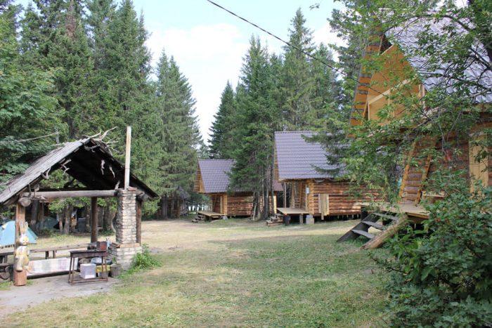 Baza-otdyha-Nebesnoe-ozero-700x467