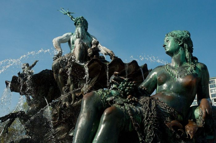 Fontan-Neptun-700x465