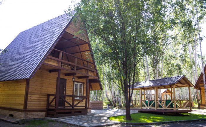 Gostinichnyy-kompleks-Medvezhiy-ugol-Uvildy-700x433