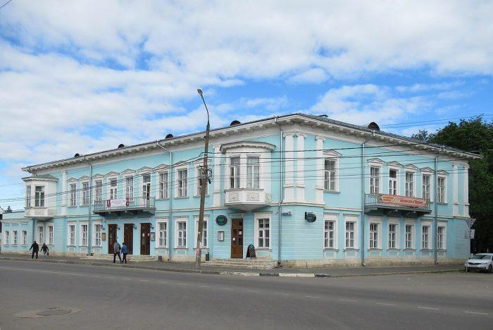 Gostinitsa-Pozharskih-700x468