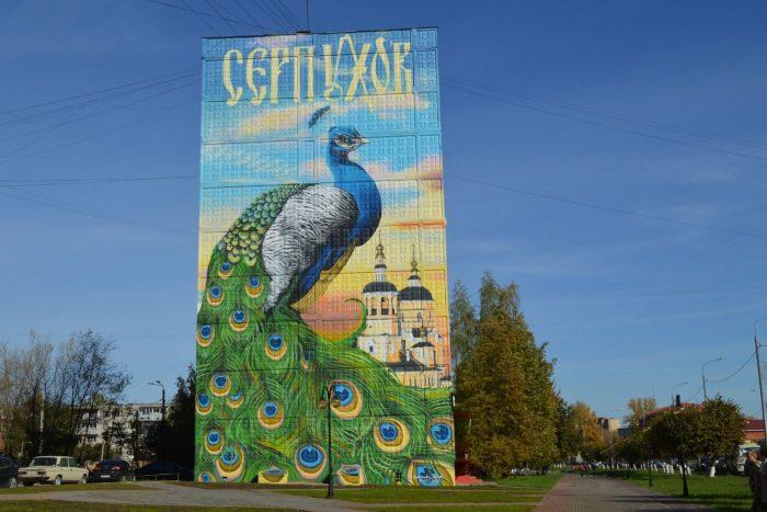 Graffiti-Gigantskiy-pavlin-700x467