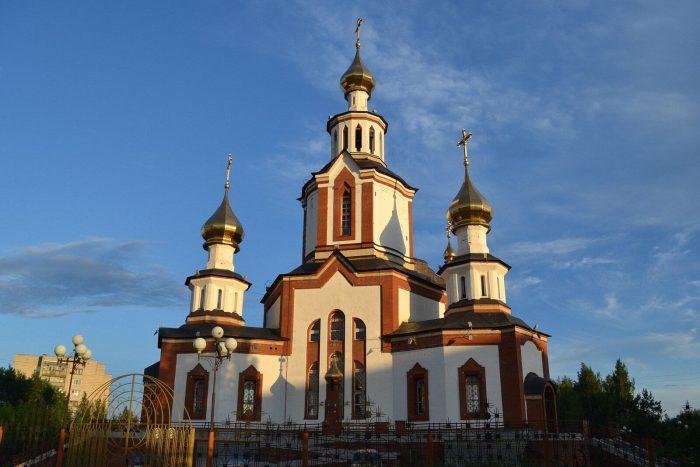 Hram-Very-Nadezhdy-Lyubovi-i-materi-ih-Sofii-700x467