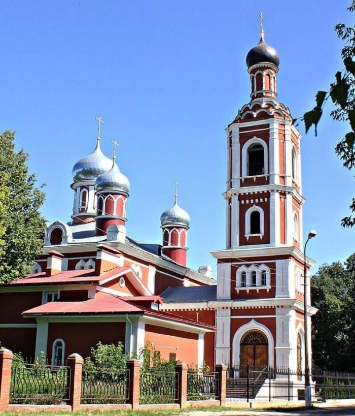 Hram-Vseh-Svyatyh-700x819