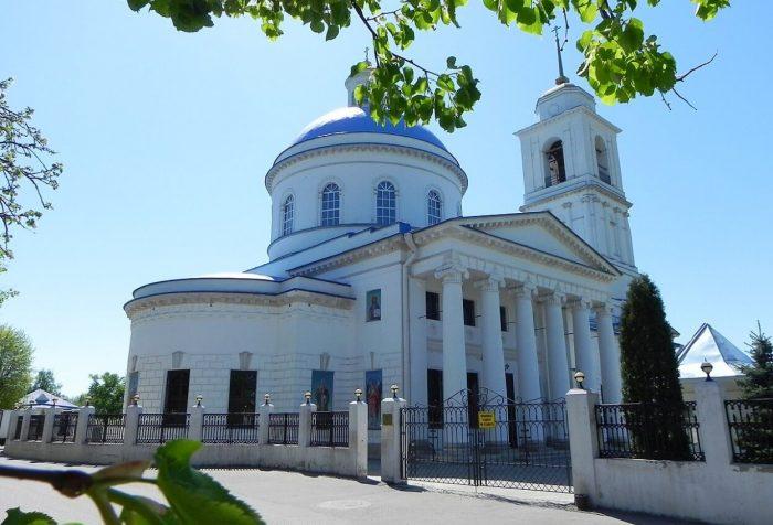 Kafedralnyy-sobor-Nikoly-Belogo-700x476