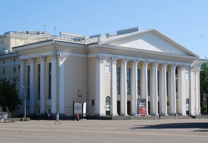 Kirovskiy-dramaticheskiy-teatr-700x482
