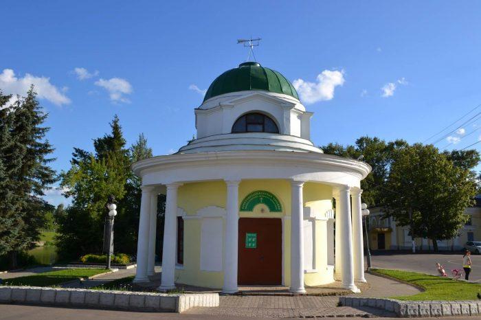 Krestovozdvizhenskaya-chasovnya-rotonda-700x466