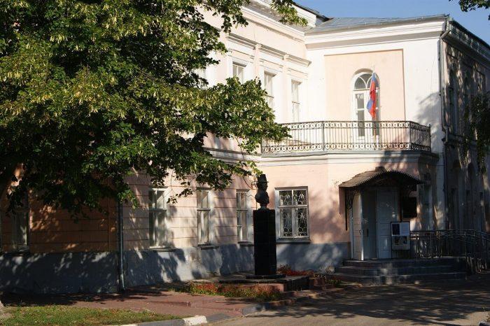 Literaturnyy-muzey-Dom-YAzykovyh-700x466