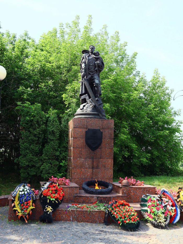 Memorial-voinskoy-slavy-700x932