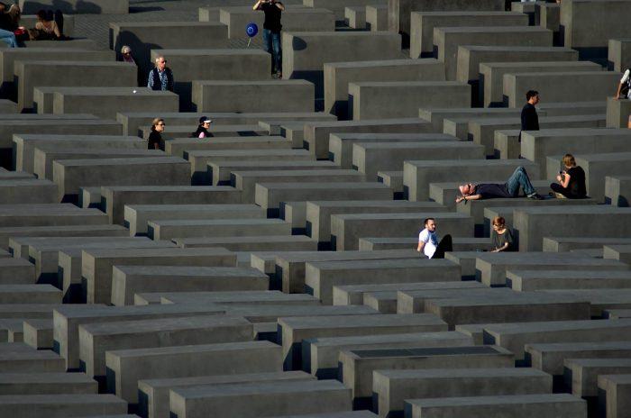 Memorial-zhertvam-Holokosta-700x464