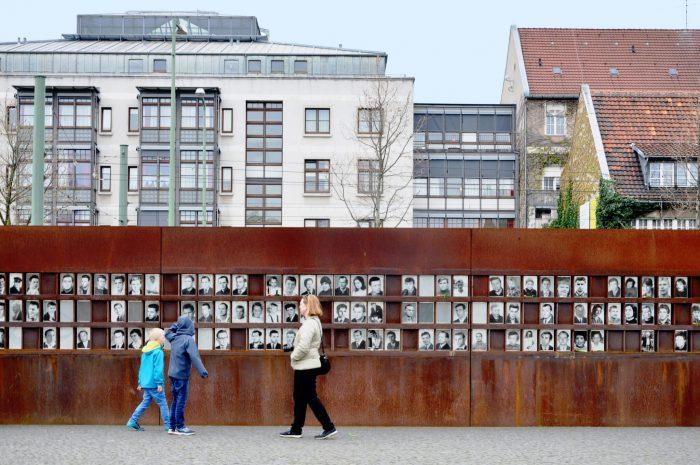 Memorialnyy-kompleks-Berlinskaya-stena-700x465