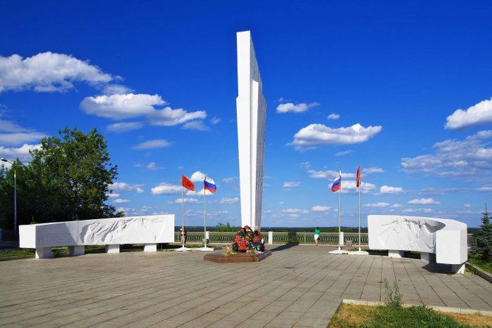 Memorialnyy-kompleks-Vechnyy-ogon-700x467