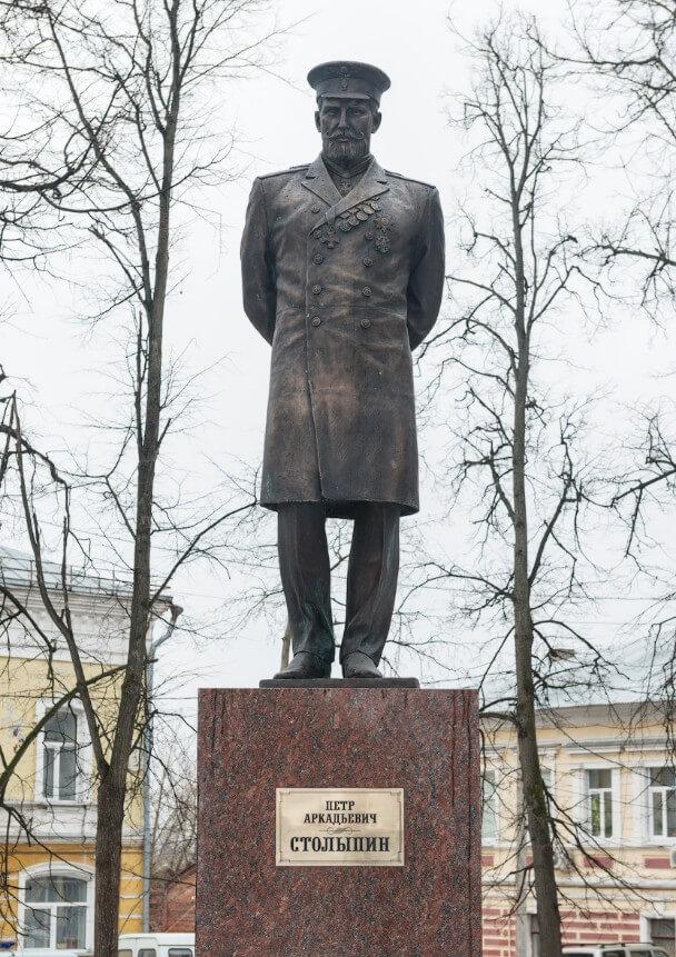 Pamyatnik-P.-A.-Stolypinu