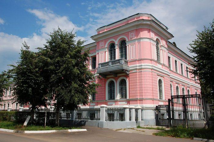 Serpuhovskiy-istoriko-hudozhestvennyy-muzey-700x466